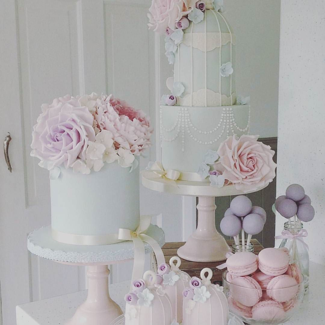 : @cottonandcrumbs #inspiration #cakes #caketable #delicate #sweet #babyshower #party #detlilleekstra #dinbabyshower www.dinbabyshower.no