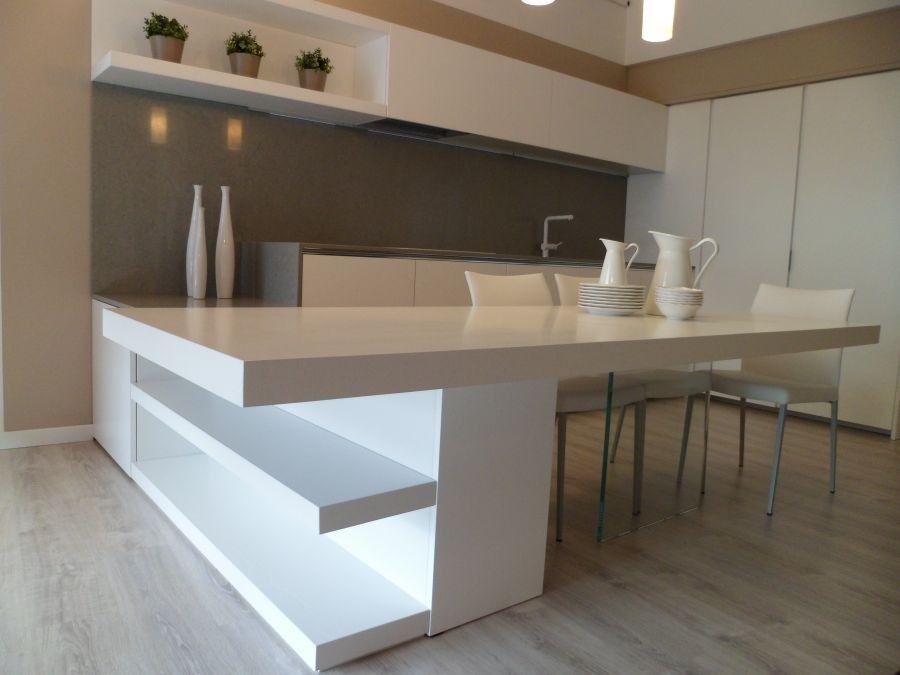DESCRIZIONE: La cucina è composta da una zona living con libreria ...