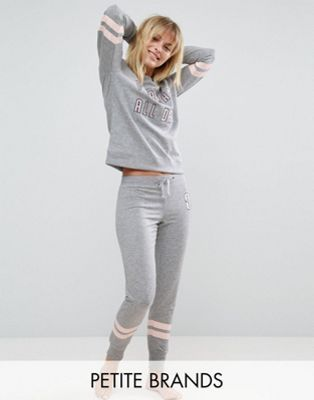 9d71b9aa70 Shop New Look Petite All Day Pyjama Jogger at ASOS.