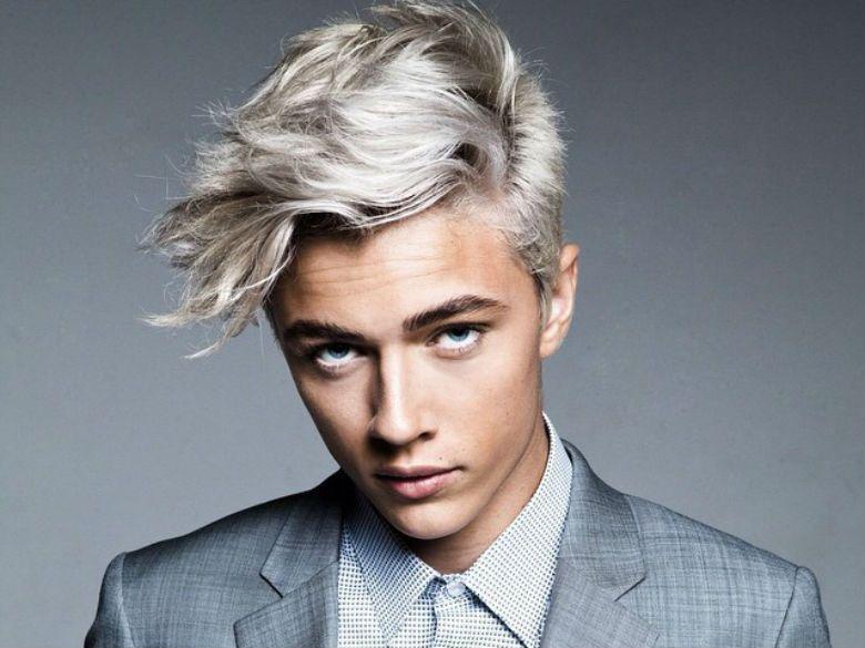 Coiffure homme cheveux gris courts