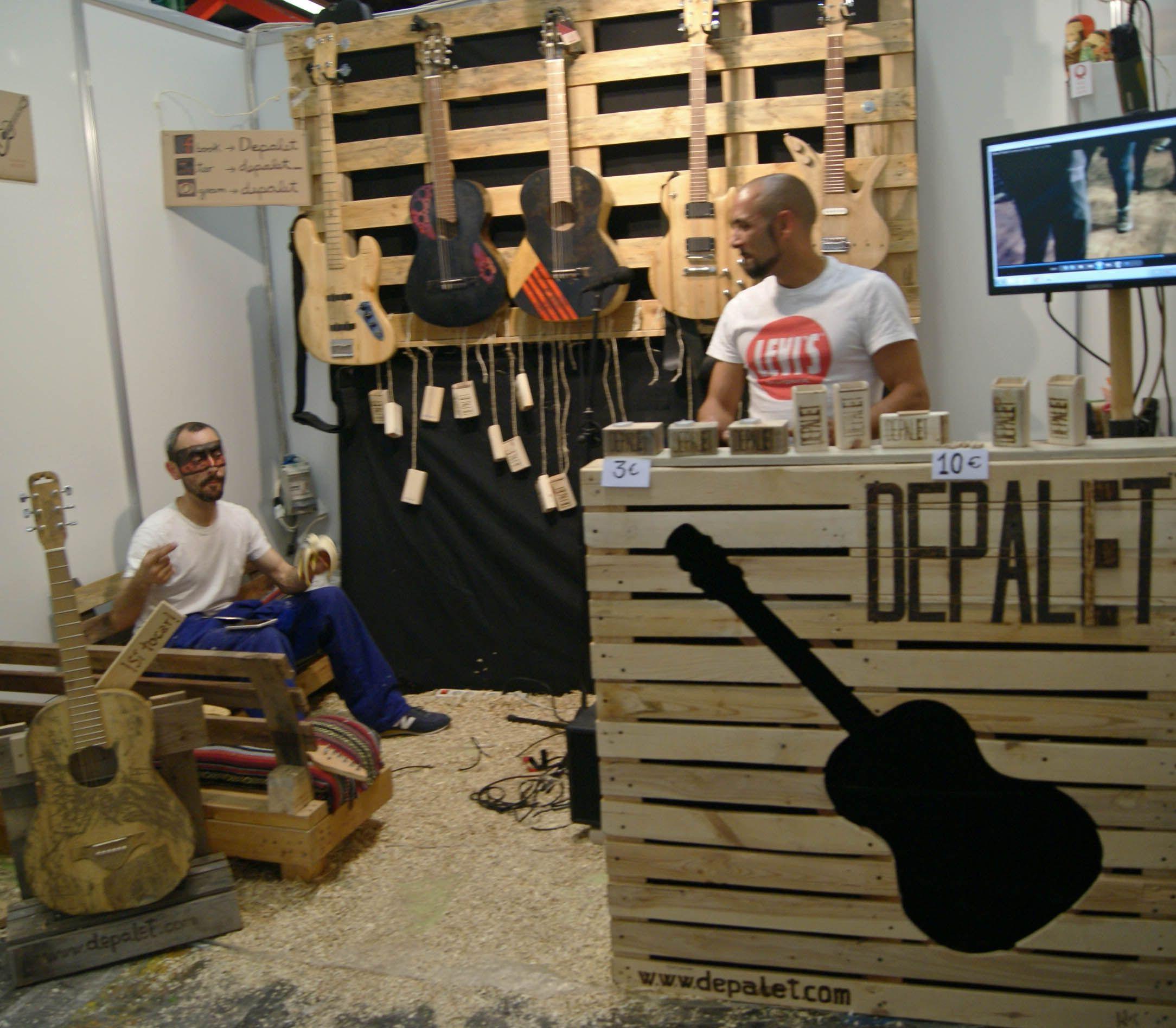 De palet http://www.ifeelmaps.com/blog/2015/05/hecho-con-las-manos-y-el-corazon--handmade-festival-barcelona