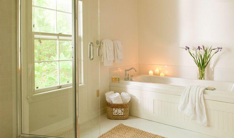 Luxurious Bathtub in The Rachel Carson Cottage at the Inn at ...