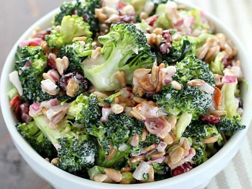 La Meilleure Recette De Salade Brocoli Cremeuse Recette Salade Brocoli Recette De Salade De Brocoli Recette Salade