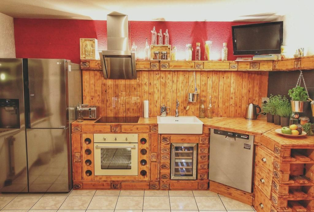 Eine WG-Küche aus Palettenholz bauen. #DIY #Idee #Küche #Paletten ...
