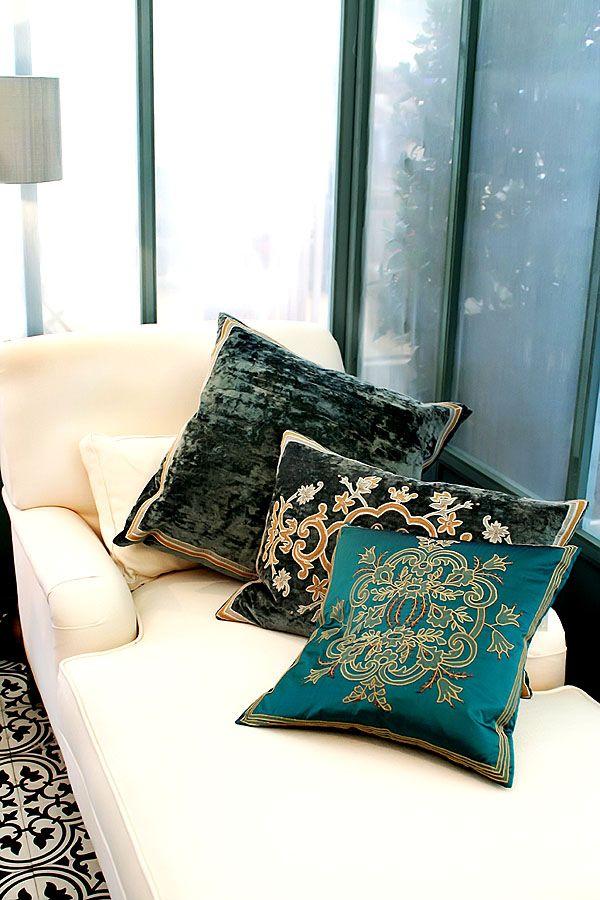 Orientalische Muster auf Dekokissen bringen Flair in die Wohnung - arabische deko wohnzimmer orientalisch einrichten