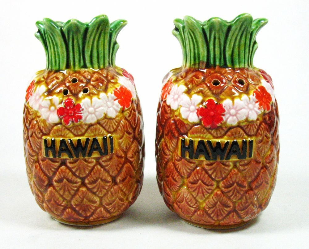 Vintage HAWAII PINEAPPLE SALT & PEPPER SHAKERS w/ LEIS, Made in Japan Excellent