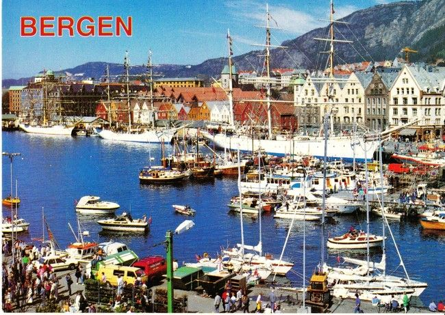 Tre stolte skuter på Bergen havn