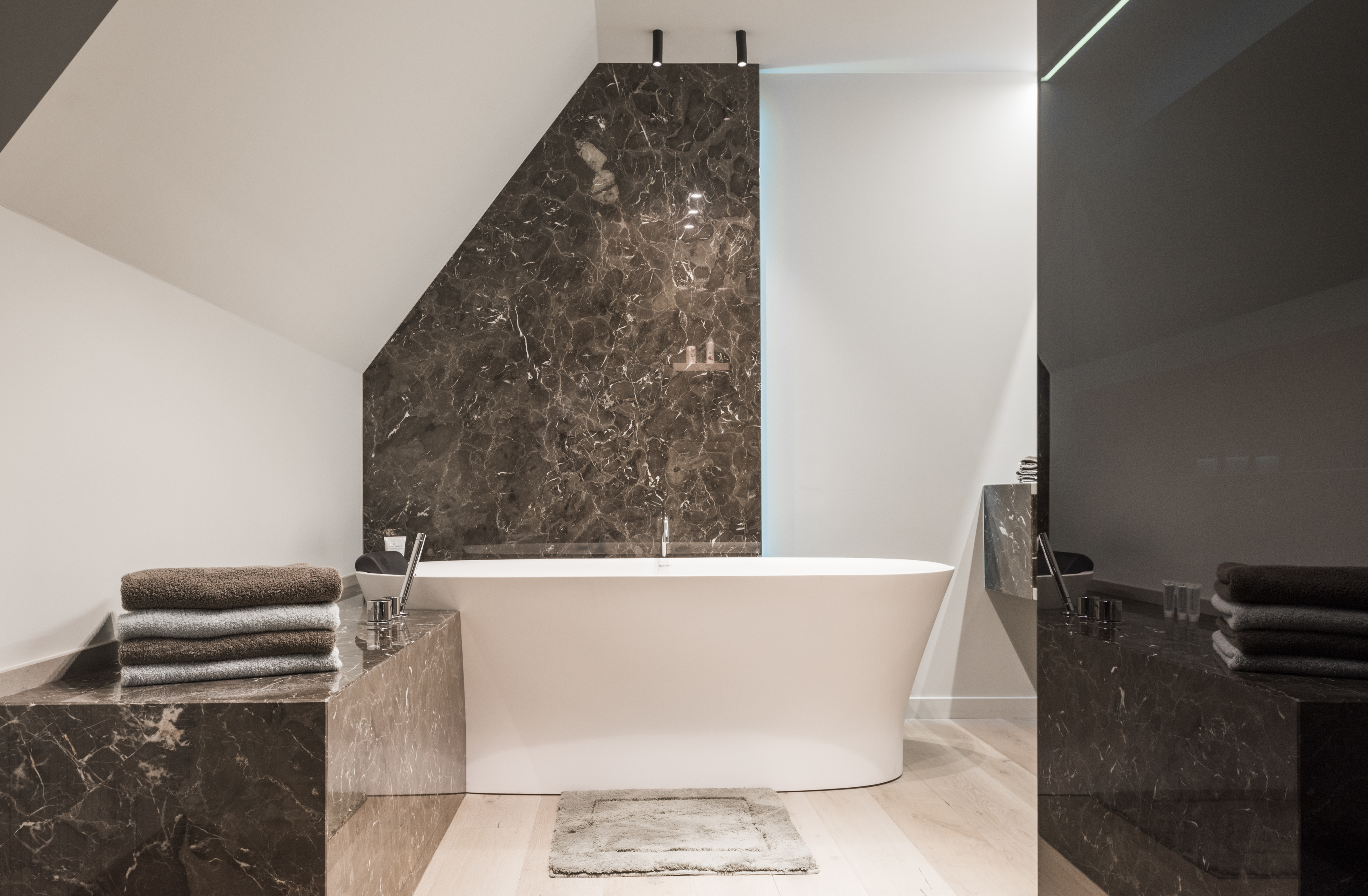 63 sensational bathrooms with natural stone walls - Beltrami Natuursteen Natural Stone Design Modern Badkamer Bathroom Emperador C