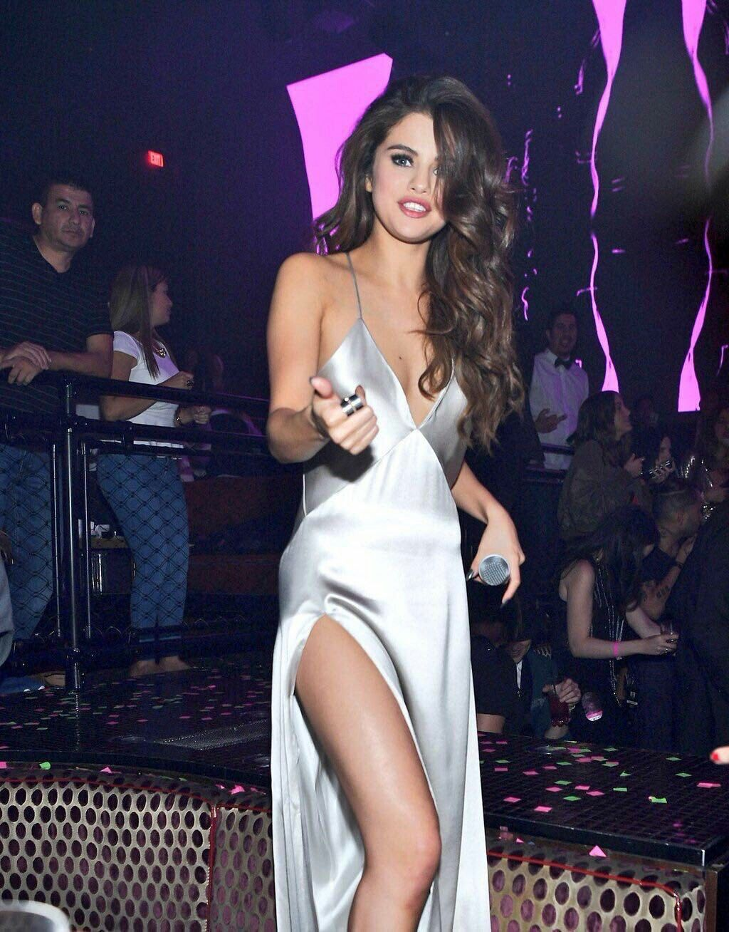 Pin by Tessa on Selena Diosa Gomez | Selena gomez dress ...