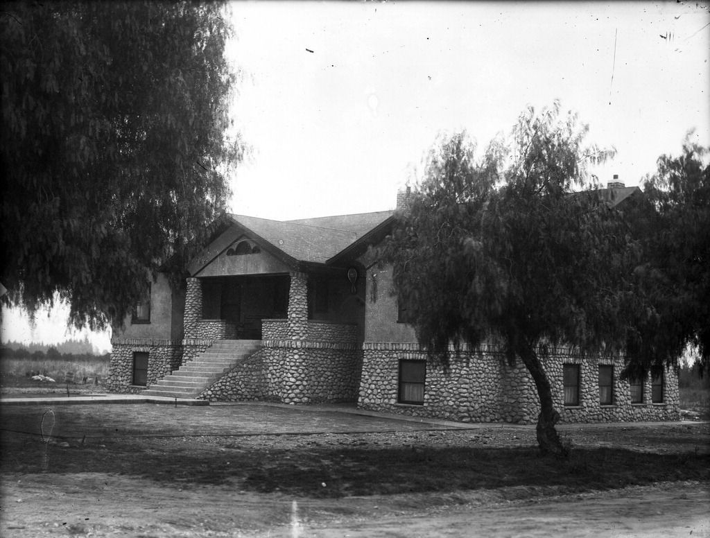 The Original San Antonino Hospital Opened In 1907 By Dr William Craig Located On Arrow And San Anto California History Ontario California Vintage California