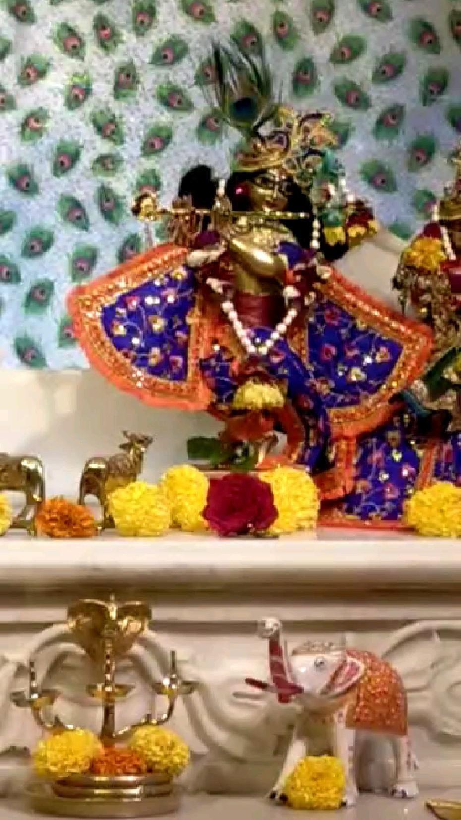 Today's Mangala Aarti Darshan of Sri Sri Radha Madan Mohan J…