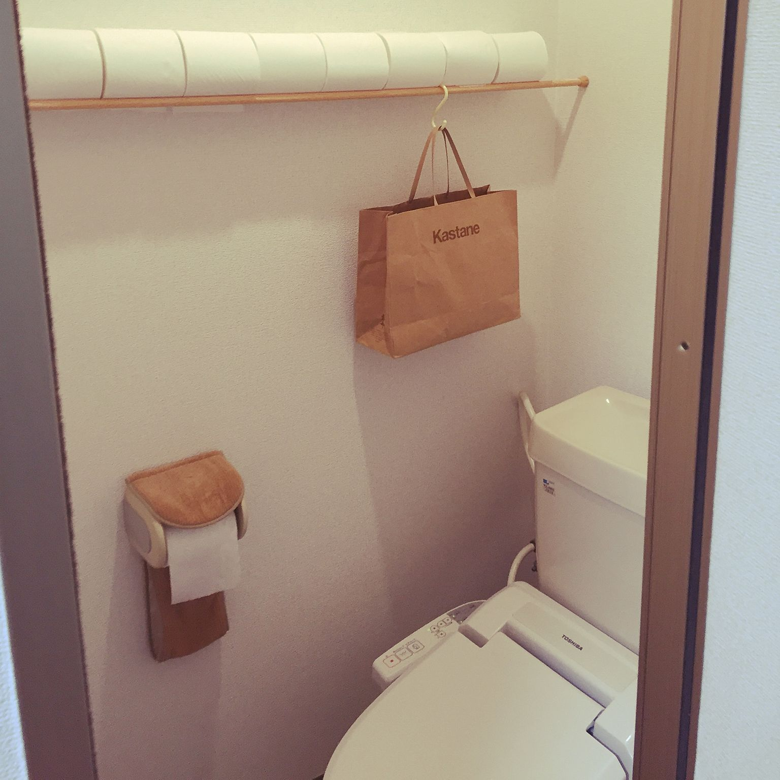 バス トイレ お金をかけない アイディア収納 シンプル つっぱり棒 などのインテリア実例 2016 06 07 17 15 33 Roomclip ルームクリップ トイレットペーパー 収納 インテリア 収納 トイレ 収納 無印