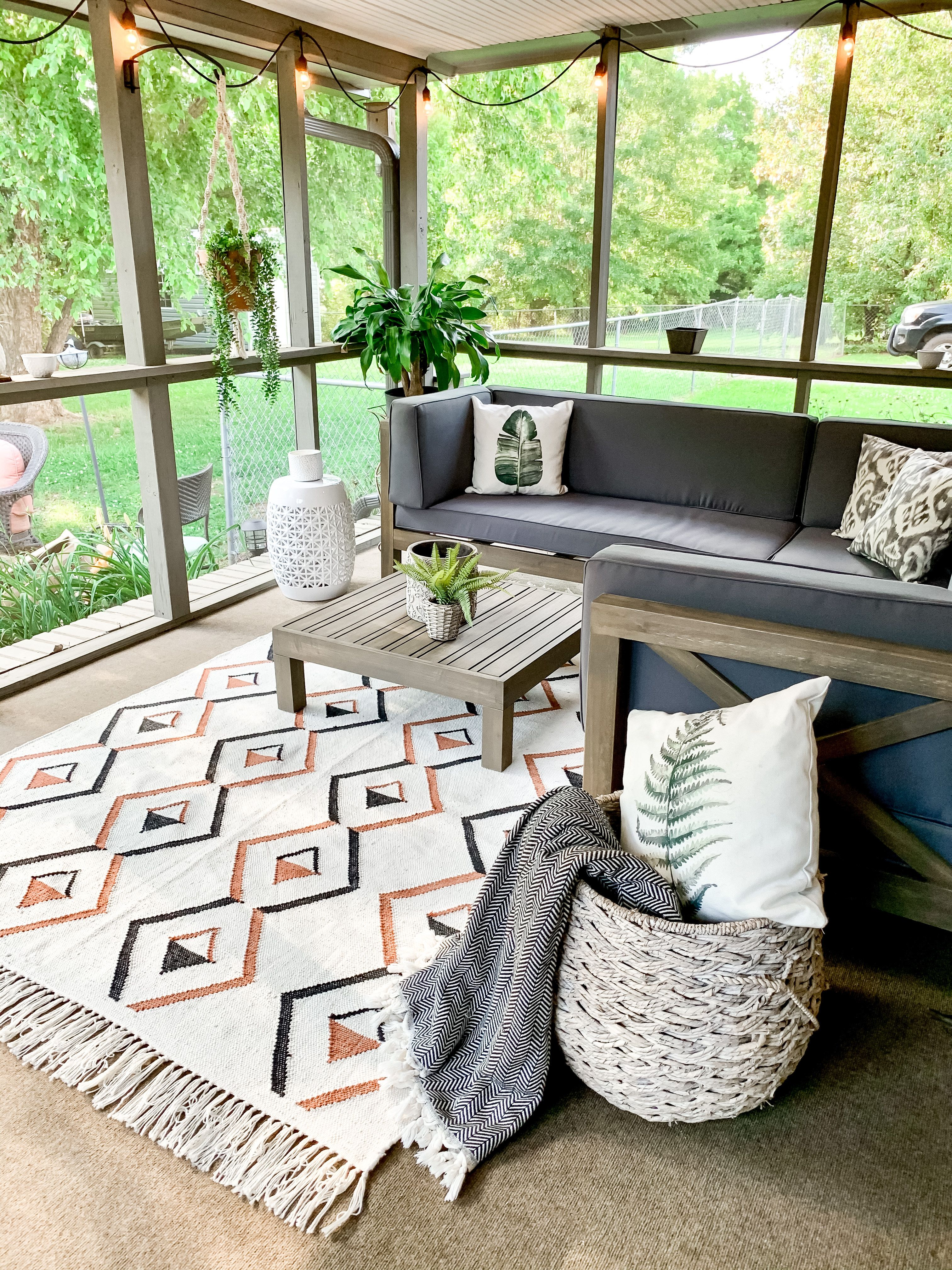 Decorate your patios with our handmade indoor outdoor washable rugs. Our Sarah rug is eco friendly and soft underfoot & affordable.   #cozyinteriors #cozydecor #summer #patioinspiration #diypatio #designforpatio #patioinspo #summer #indooroutdoorrug #outdoorrug #hyggehome #medidatingroom #calmexteriors