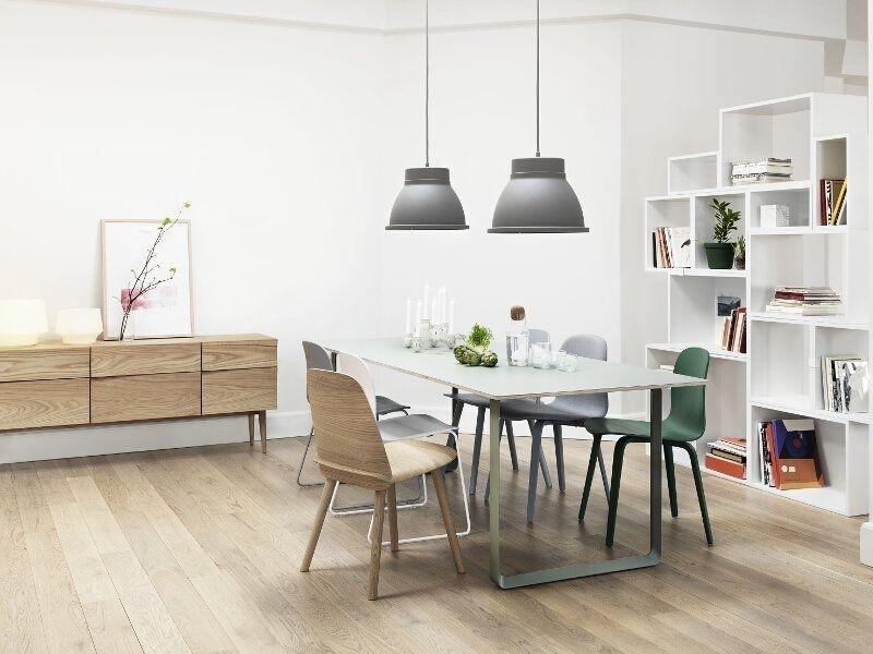 De Visu Chair Wood Base Van Mika Tolvanen Voor Muuto Is De Oorsprong Van De Hele Visu Collectie Na 2 Jaar Ontwikkeling Is De Visu Chair Absoluut Perfect In Zijn Ontwerp Elke