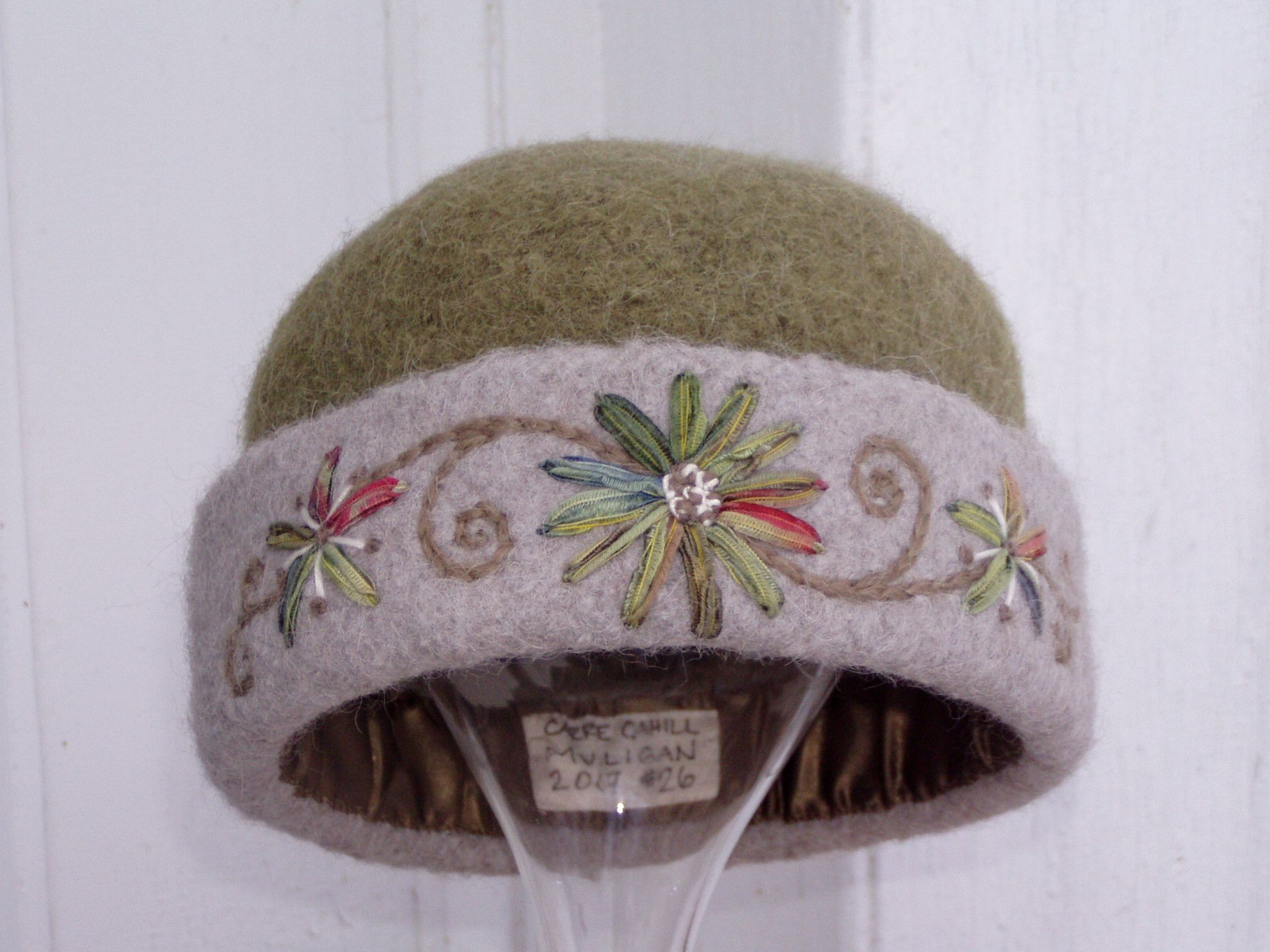 Moss green oatmeal knitted felt hat with freehand ribbon