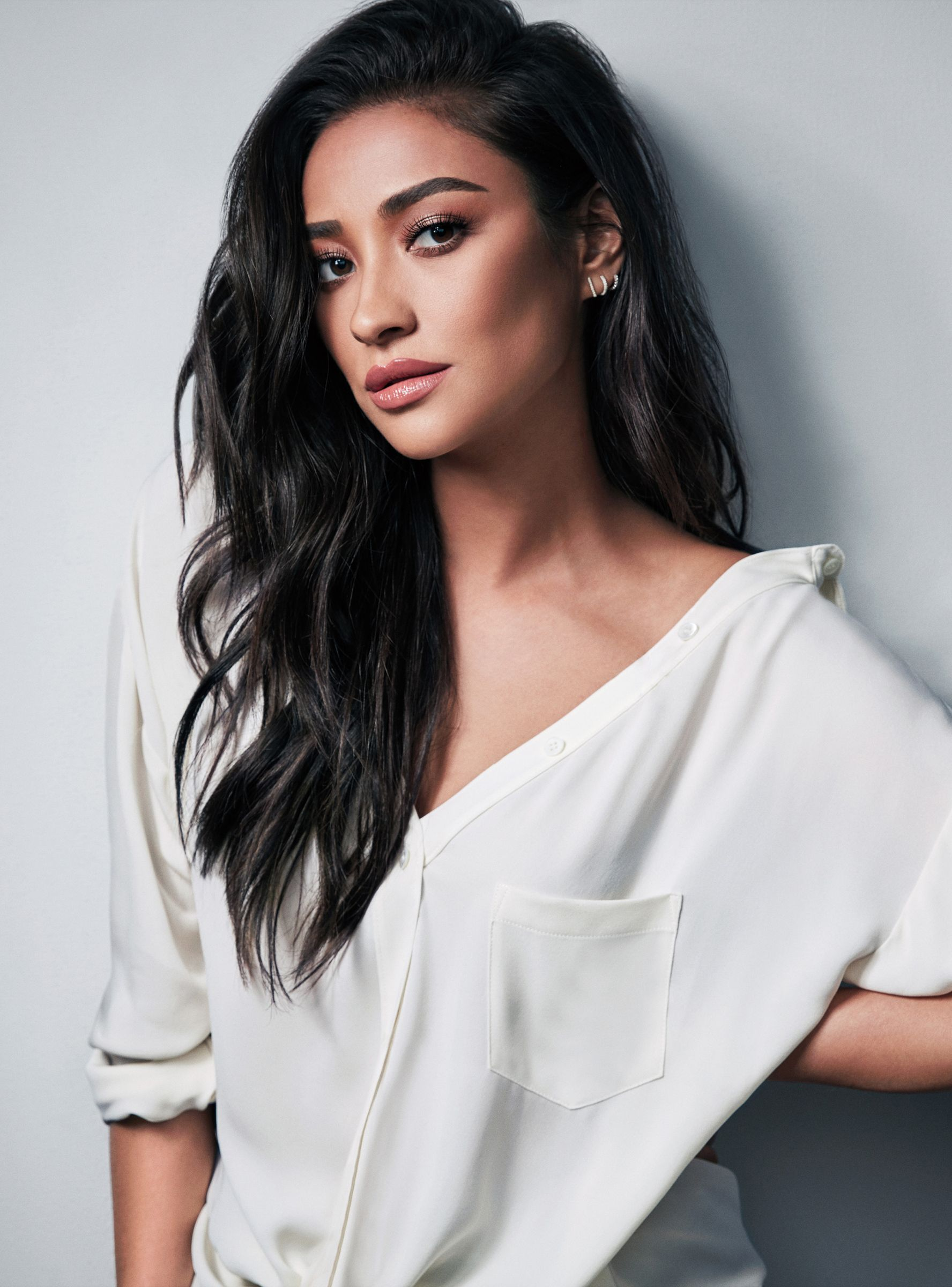 Shay Mitchell Edits Her Instagram Photos Here S Why She S Honest
