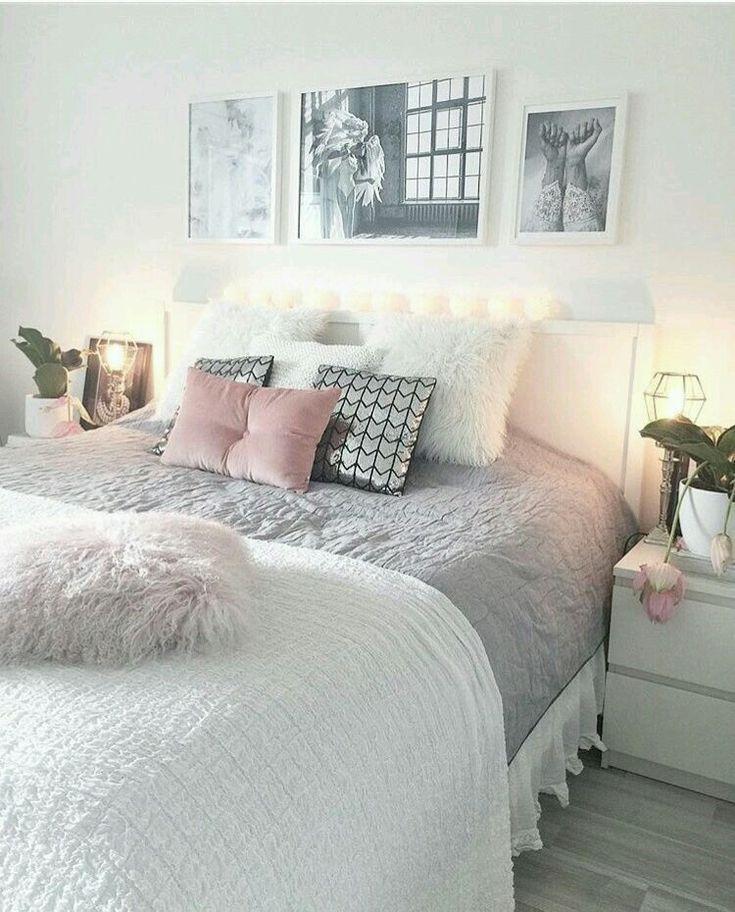 Weiße graue und rosafarbene Schlafzimmereinrichtung