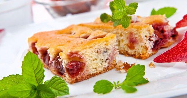 Recette de gâteau au yaourt et aux fruits rouges - [node:vocab:3:term] - utile.fr