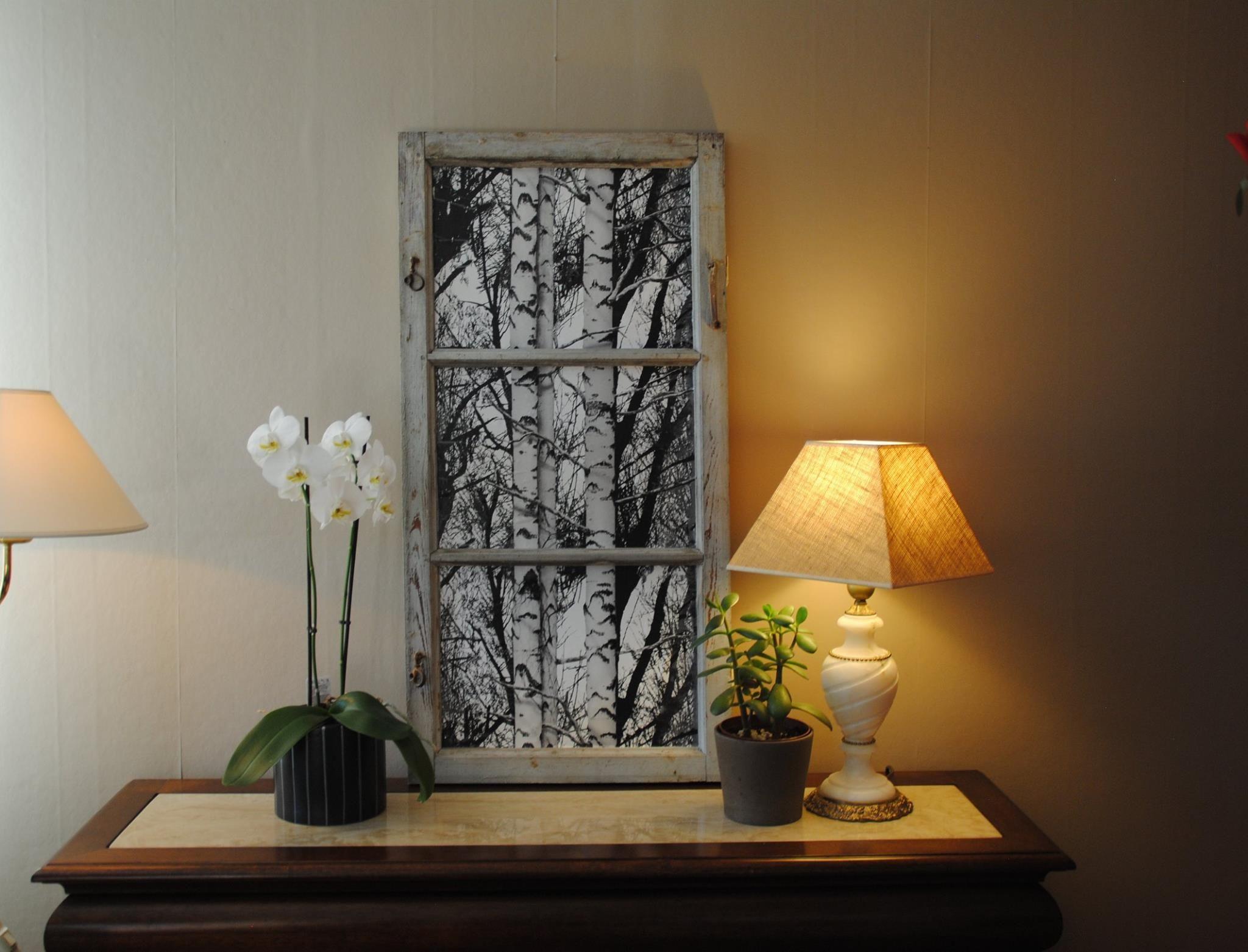 Vanha ikkuna koristeltu d-c fix:llä