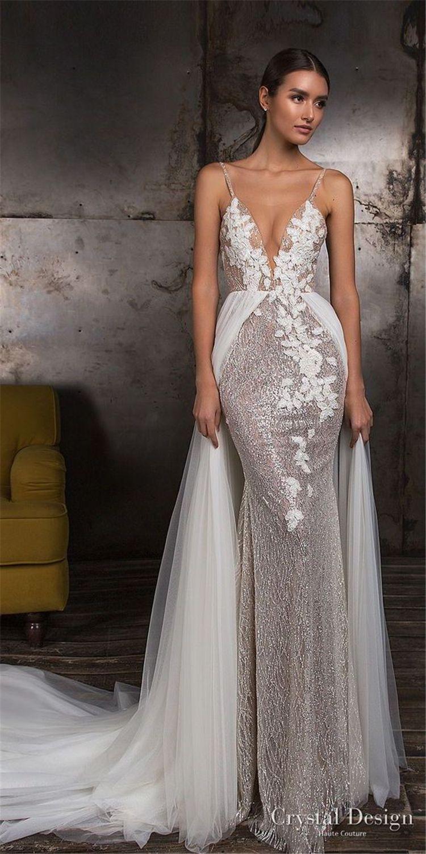Glamouröses Brautkleid mit tiefem V-Ausschnitt und Blumenmuster   – Romantic Wedding