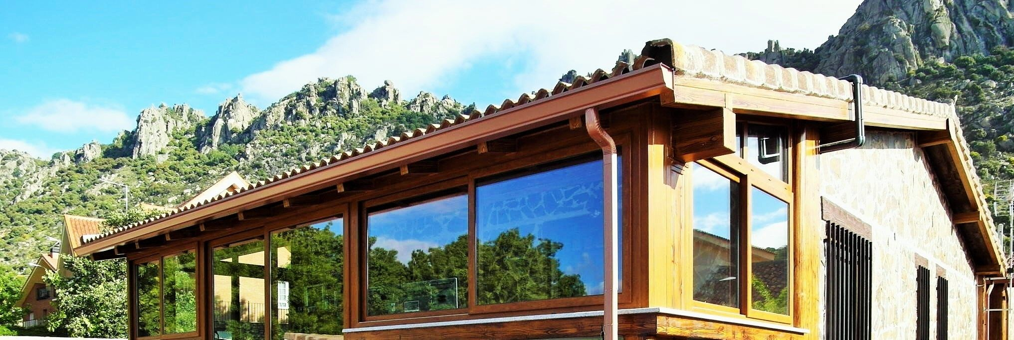 Detalle de una de nuestras casas de campo prefabricadas de for Casas de campo prefabricadas