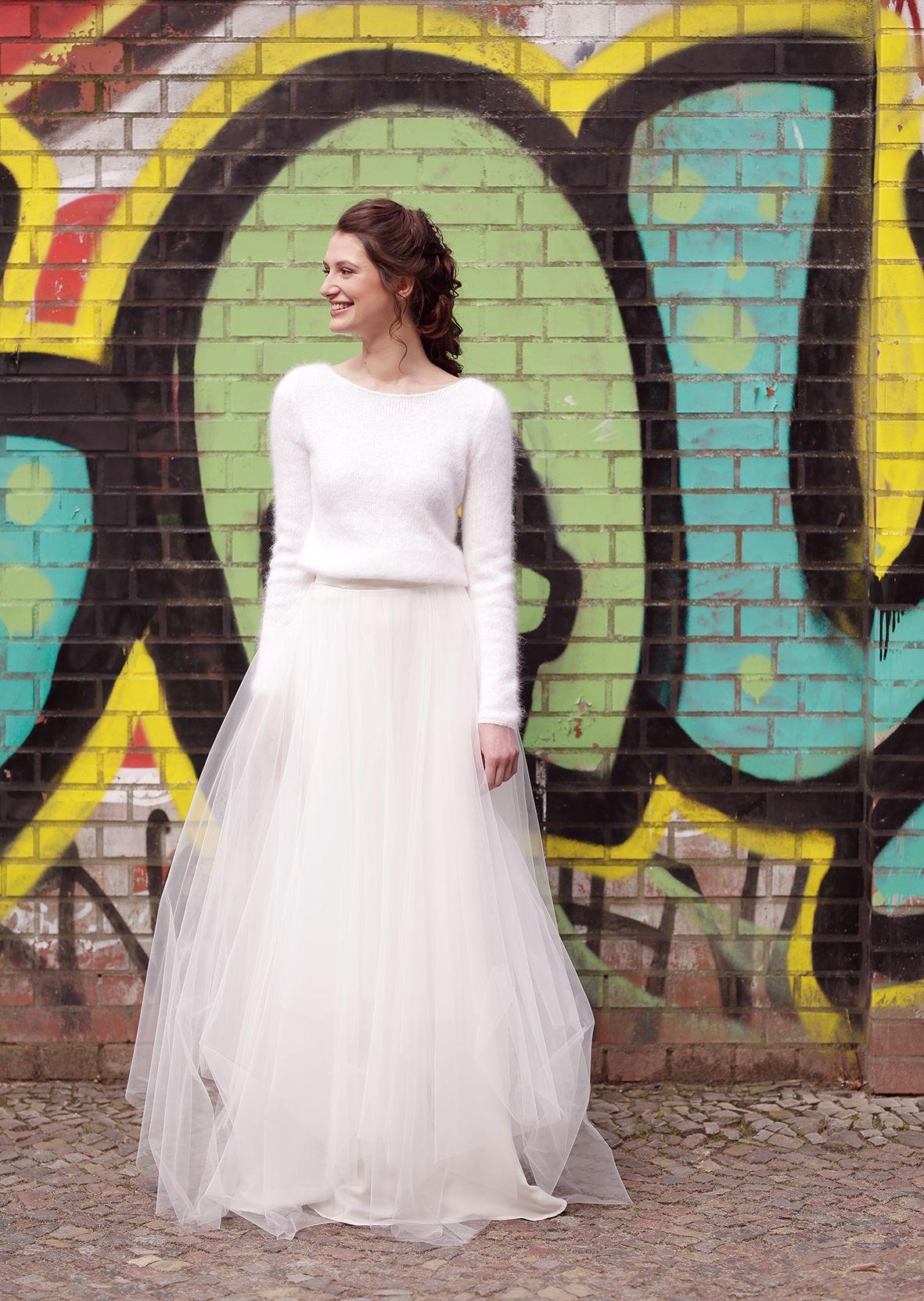 Die lässige Braut Kombination: Angorapulli mit großem Tüllrock von