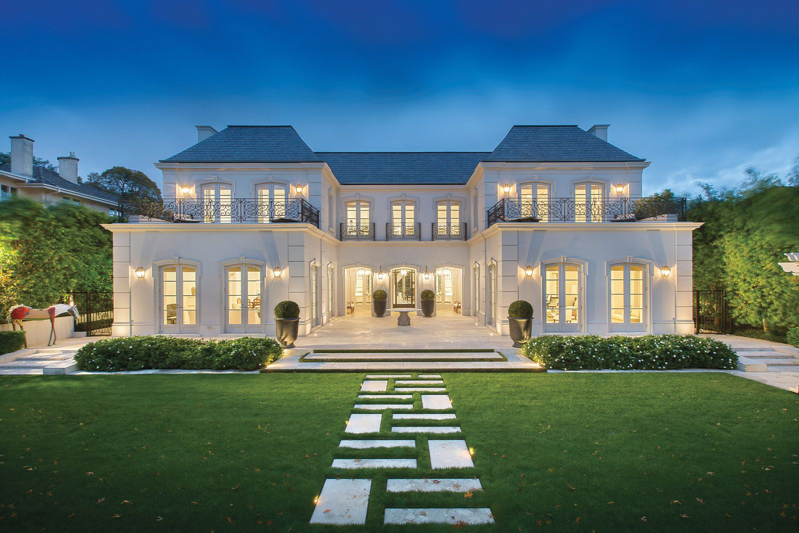 Palatial Luxury Mansion In Melbourne With Classical French Architecture Idesignarch Interior Design Architecture Interior Decorating Emagazine Luxury Homes Exterior Mansions Expensive Houses