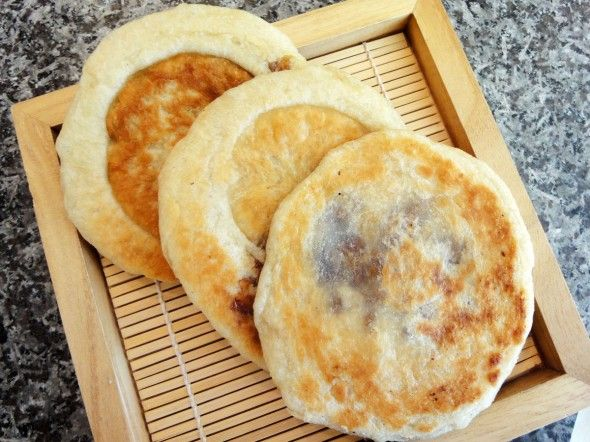 A Korean 호떡 recipe! These are the BEST street food and are good in Fall/Winter seasons. Pancake filled with brown sugar, honey and cinnamon.