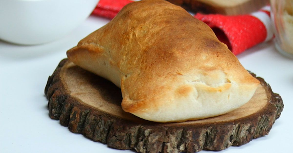 Caprese usually comes in the form of a classic Italian salad - until now! Caprese Calzones bring the best of the dish together into one pizza-calzone form.You'll love the mix of mozzarella, fresh tomato and green basil all wrapped up in some pizza dough. This makes a
