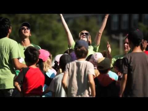 ▶ TREMPLIN SANTE « bouger plus et manger mieux » dans les camps d'été au Québec - YouTube