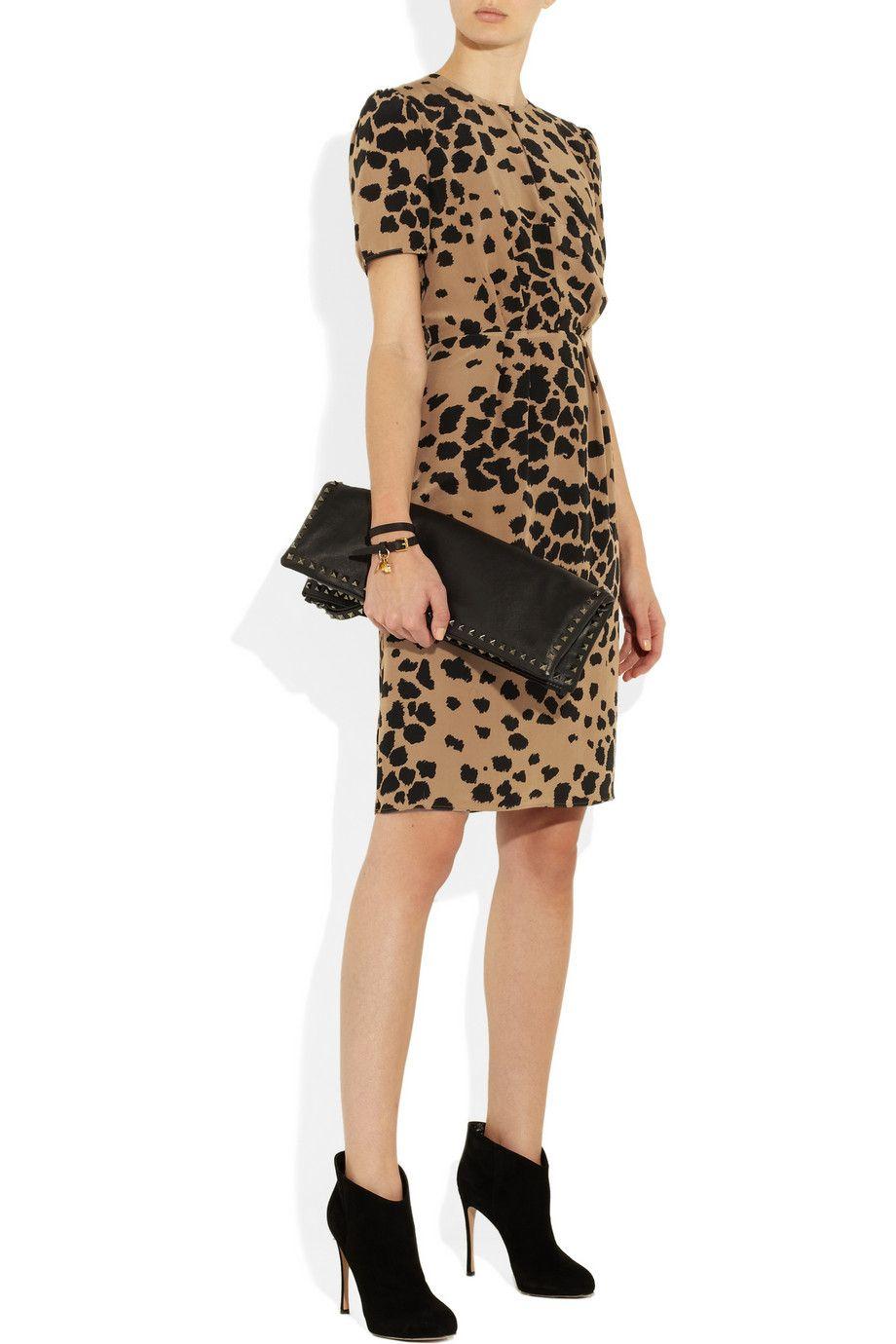 Burberry London dress, Alexander McQueen bracelet, Maison Martin Margiela ring, Gianvito Rossi shoes, Valentino clutch.