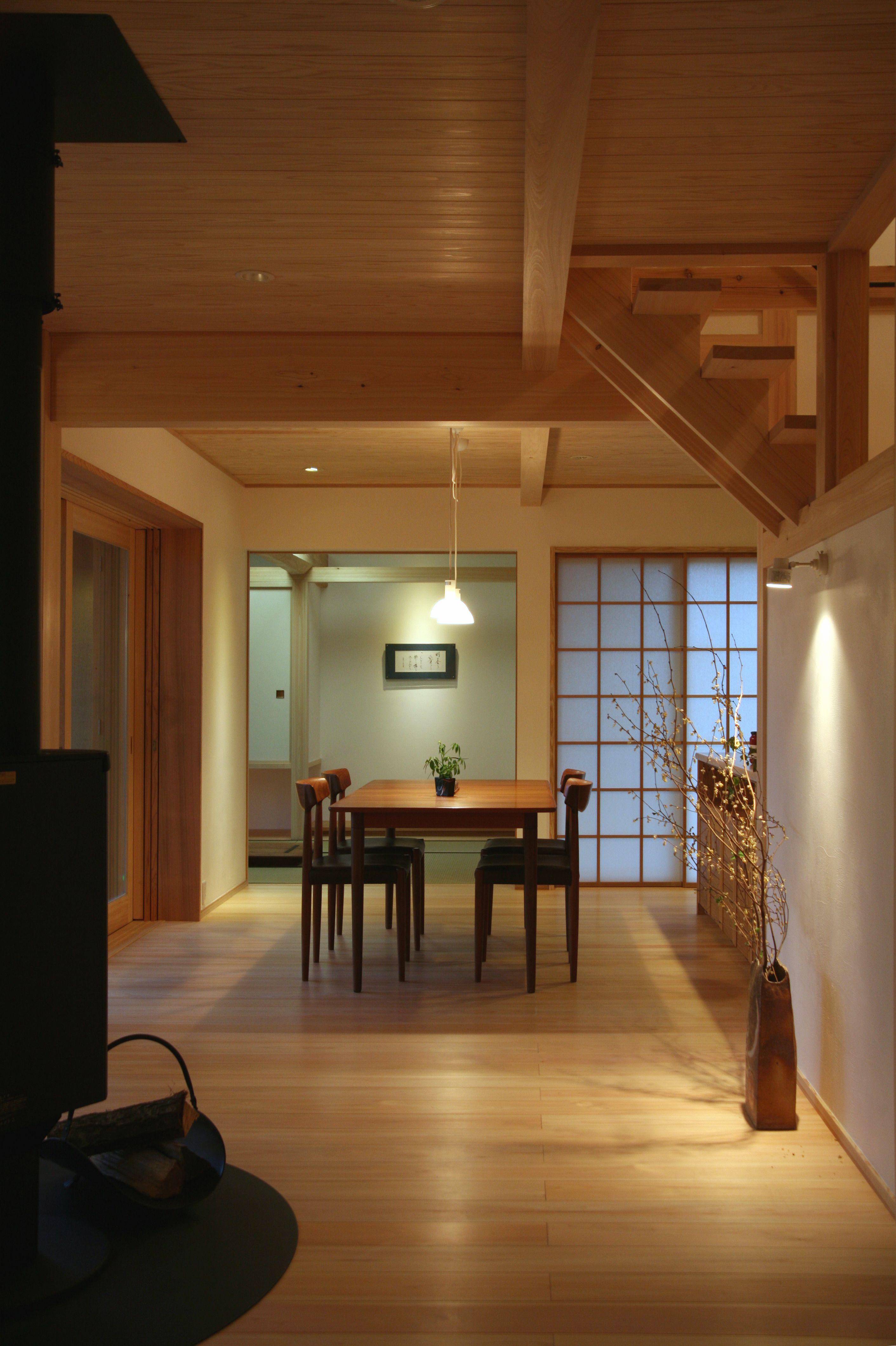 丸太の梁を組み入れた木の温かさあふれる家 ひだまりの森 各務原展示
