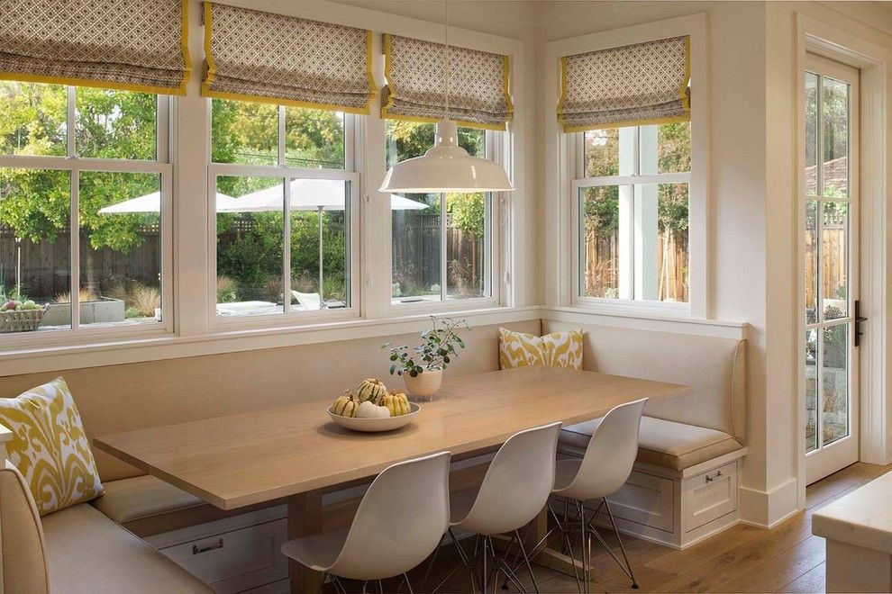 Beau Banquette Seating Ideas With Build In Bench And Long Wooden Table And White  Chairs Plus Cushions And Glass Windows With Drapery And Pendant Lamp Plus  Wooden ...