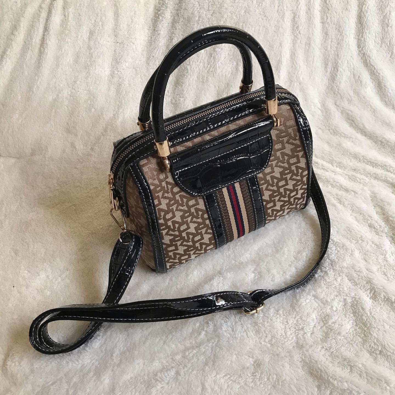 توفر جديد شنطة شكل دكني السعر ٨٥ فقط 290891 لون اسود دكني نسائي Camera Bag Bags Fashion