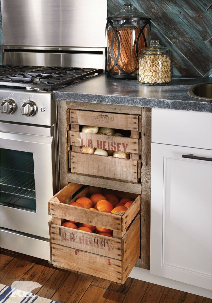 wooden box, fruits and potatoes in the kitchen, cool idea for warm - küchen selber gestalten