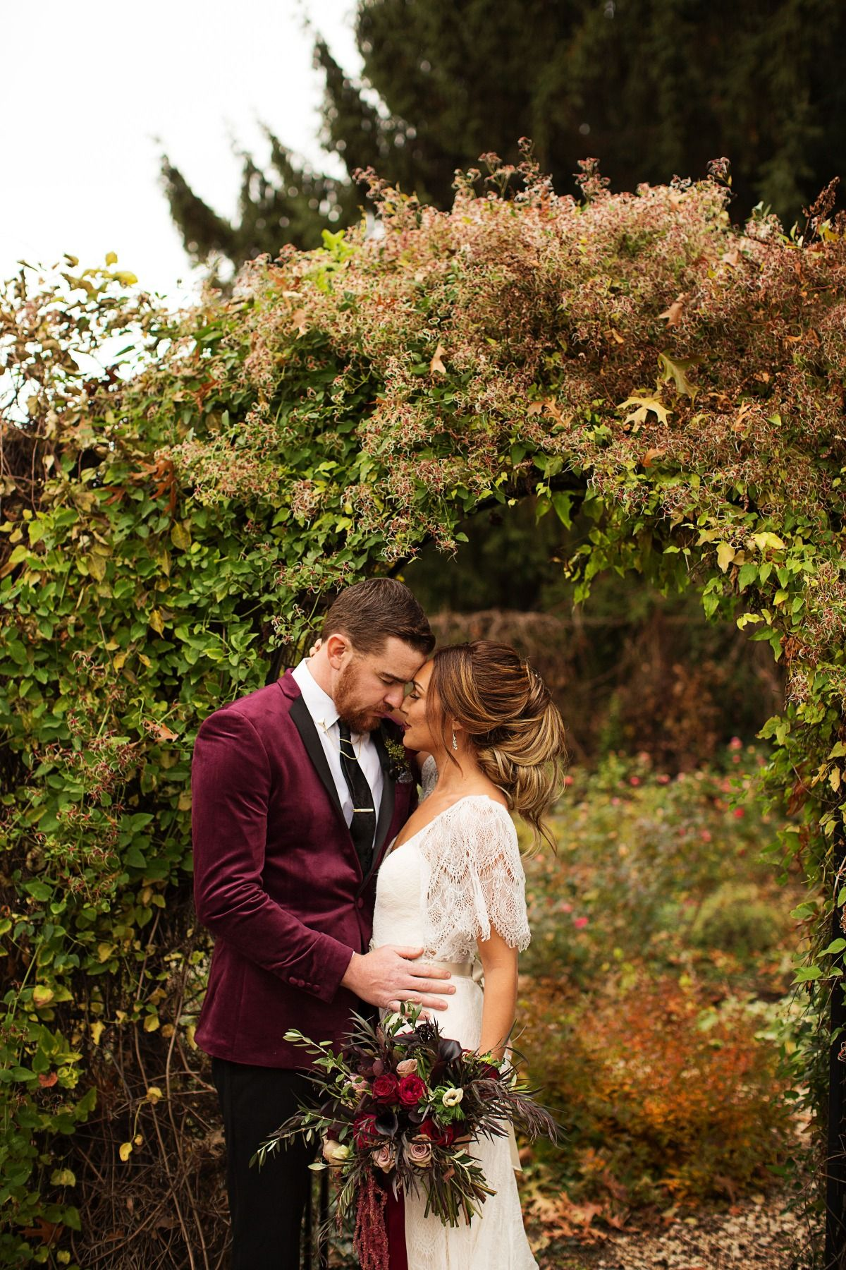 A Late Fall Wedding Inspiration With Vintage Vibes Wedding Inspiration Fall Outdoor Fall Wedding Fall Wedding Photos