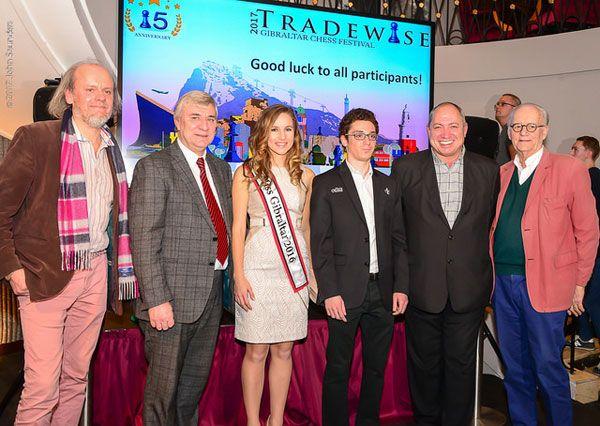 Stuart Conquest, Miss Gibraltar, Fabiano Caruana, James Humphreys y Brian Callaghan