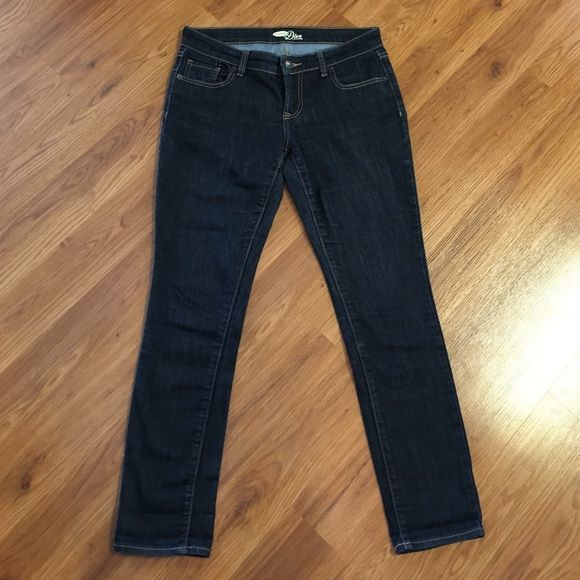 Old Navy Diva Denim Skinny Jeans Size 4 Short Like new Old Navy Diva denim skinny jeans! Size 4 short, 78% cotton/ 21% polyester, new rinse. Only worn a couple of times! Absolutely nothing wrong with them! Old Navy Jeans Skinny