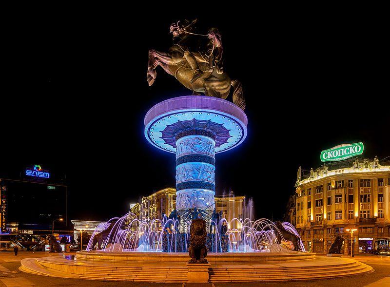 Guerrero a caballo, Skopie, Macedonia, 2014-04-17