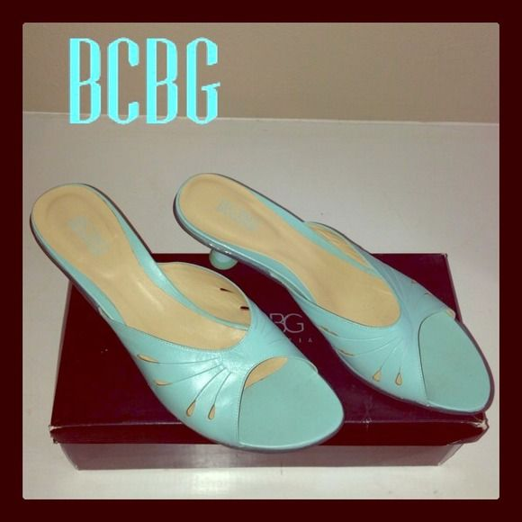 ⚡️Reduced⚡️BCBG Maxazria low butterfly slide 9.5 These are gently worn, fantastic BCBG slides!  Kitten heel. BCBG Shoes