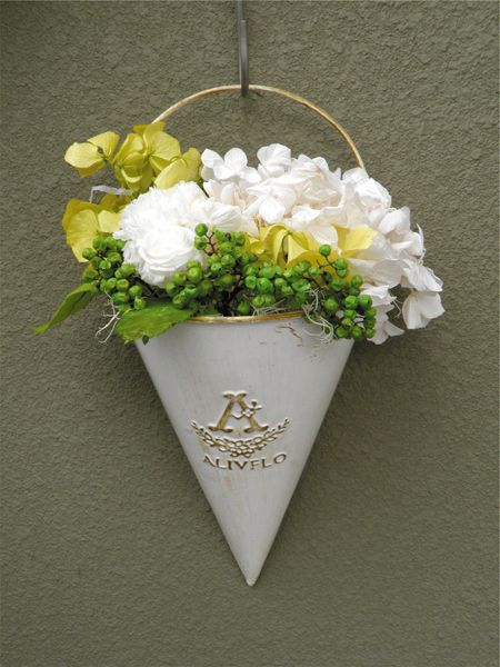 triangle tin with preserved flowers