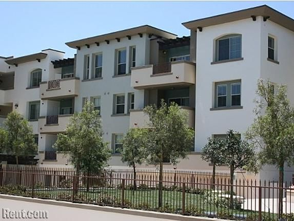 Belesara Apts Close To Csun 2 And 3 Bdrms Off Campus Apartments If Your Budget Is A Little Larger