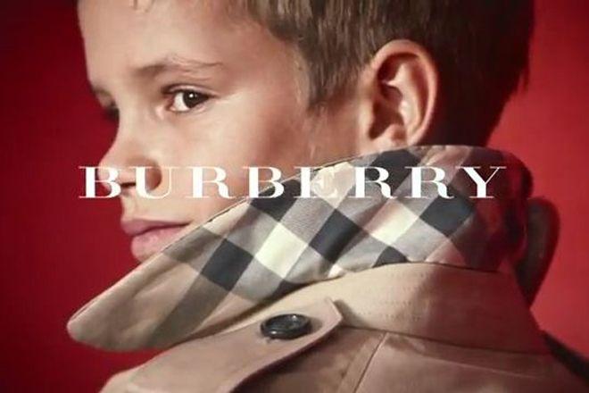 Romeo, filho de Victoria e David Beckham, é estrela de comercial da Burberry http://www.bluebus.com.br/romeo-filho-de-victoria-e-david-beckham-e-estrela-de-comercial-da-burberry/