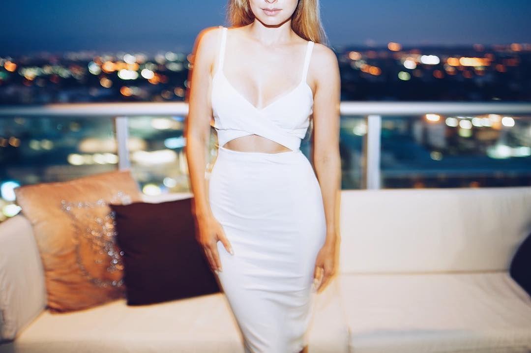Blurry nights in Saira Dress