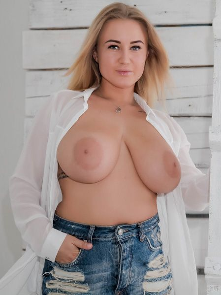 huge tits cam show