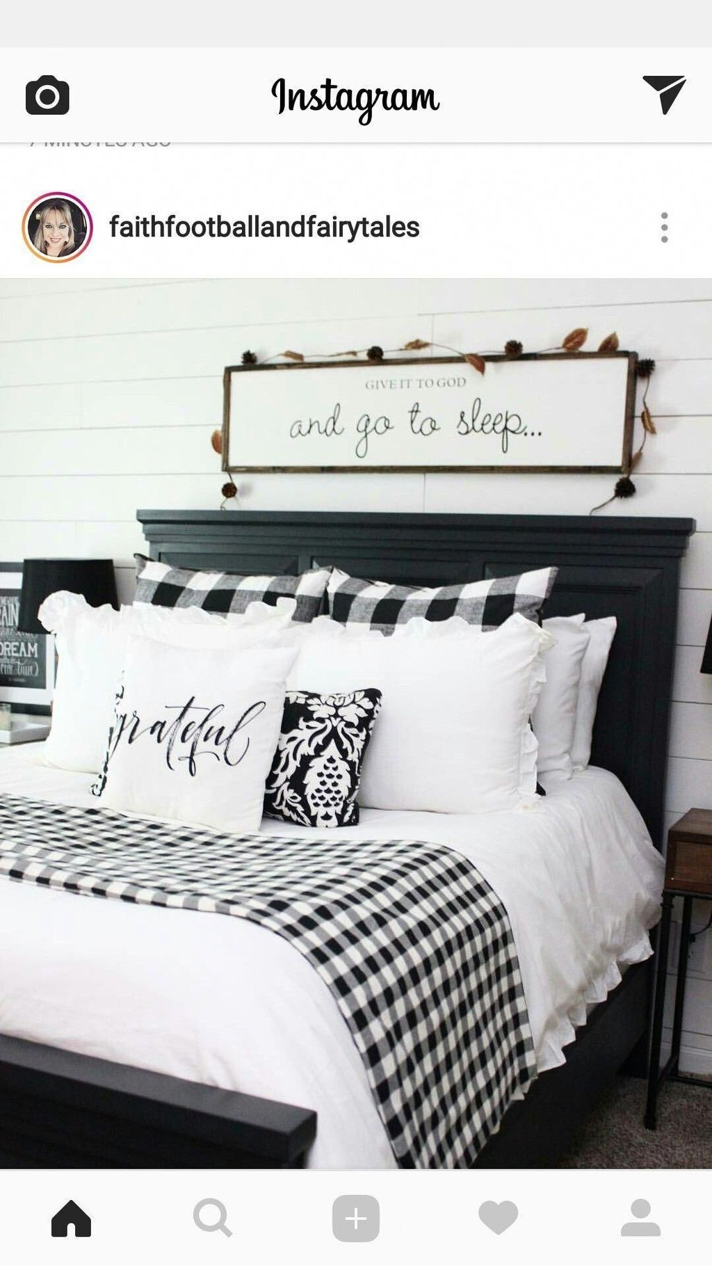 30+ Pretty Farmhouse Master Bedroom Decorating Ideas images