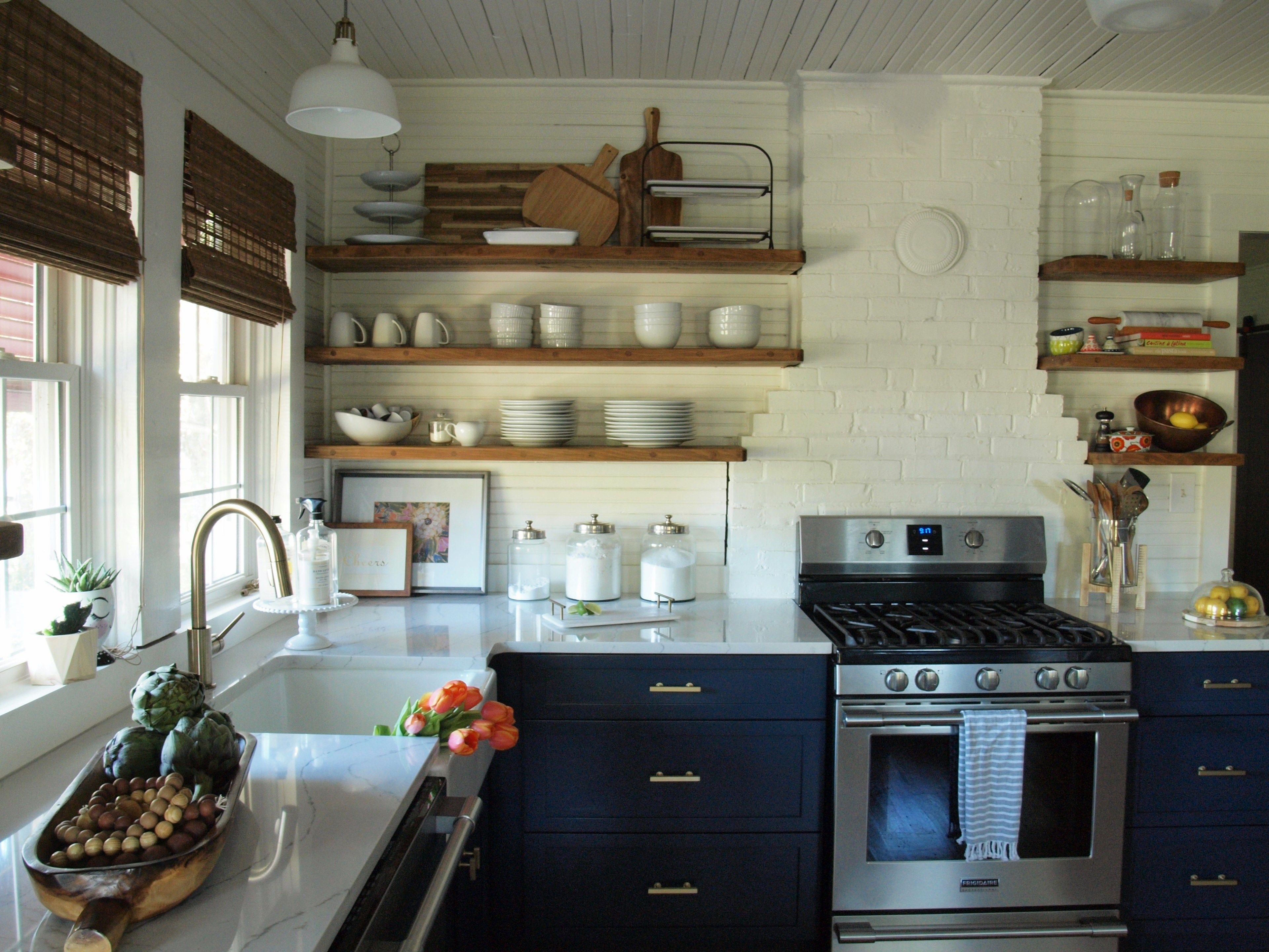 The Big Reveal: Kitchen Before and After | Vitrinas, Armada y Estantería