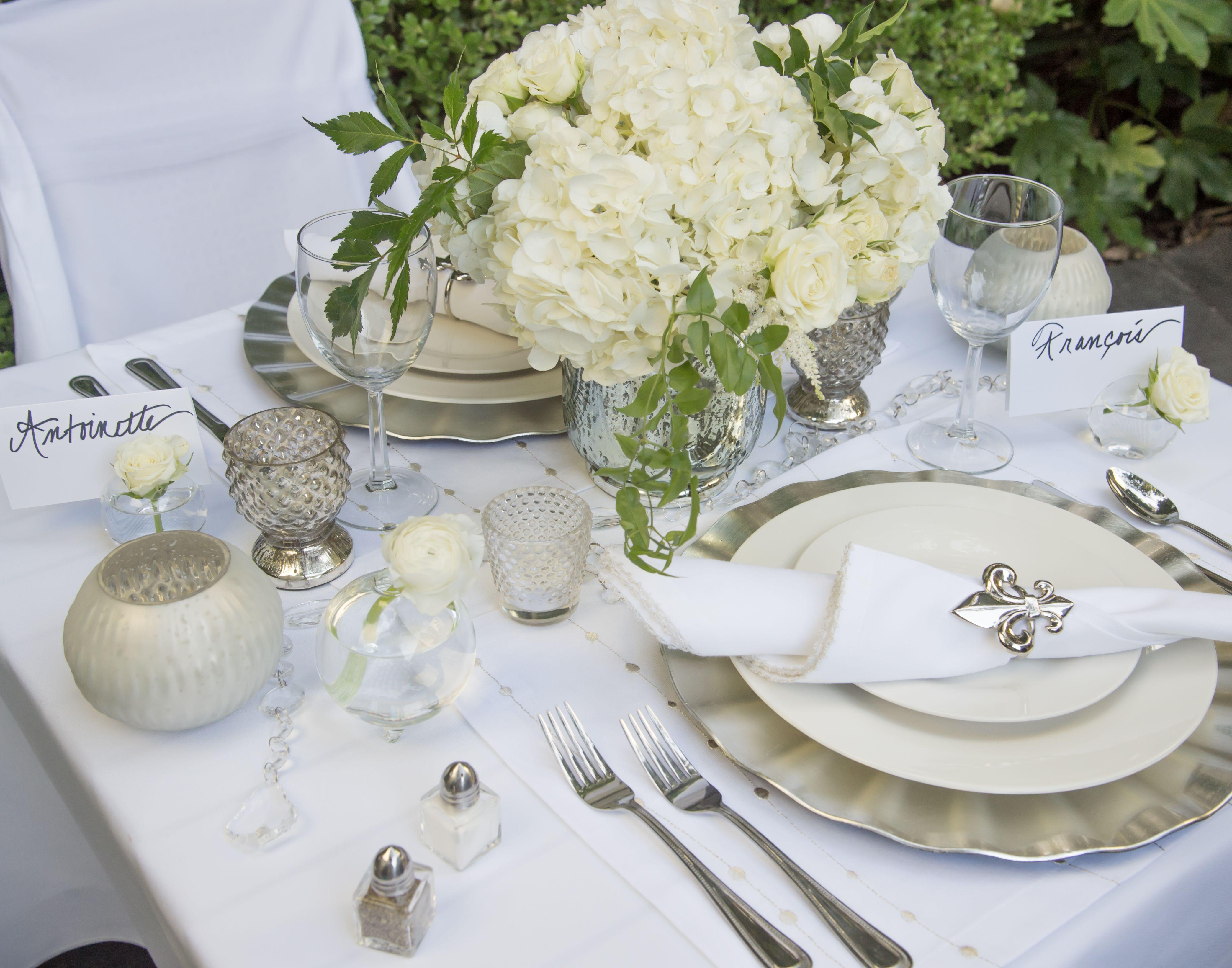 Diner en blanc dallas e store platinum kit with floral