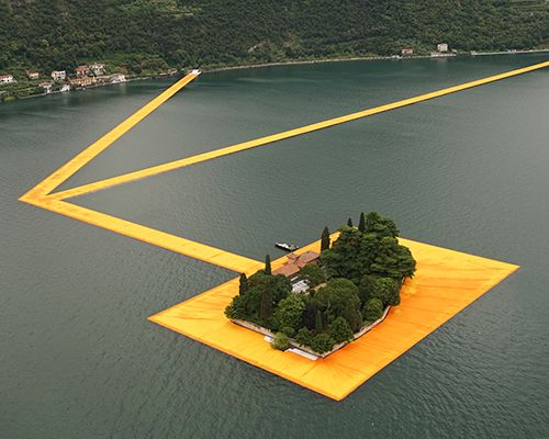 christo-and-jeanne-claude-floating-piers-lake-iseo-italy-designboom-500.jpg (500×400)