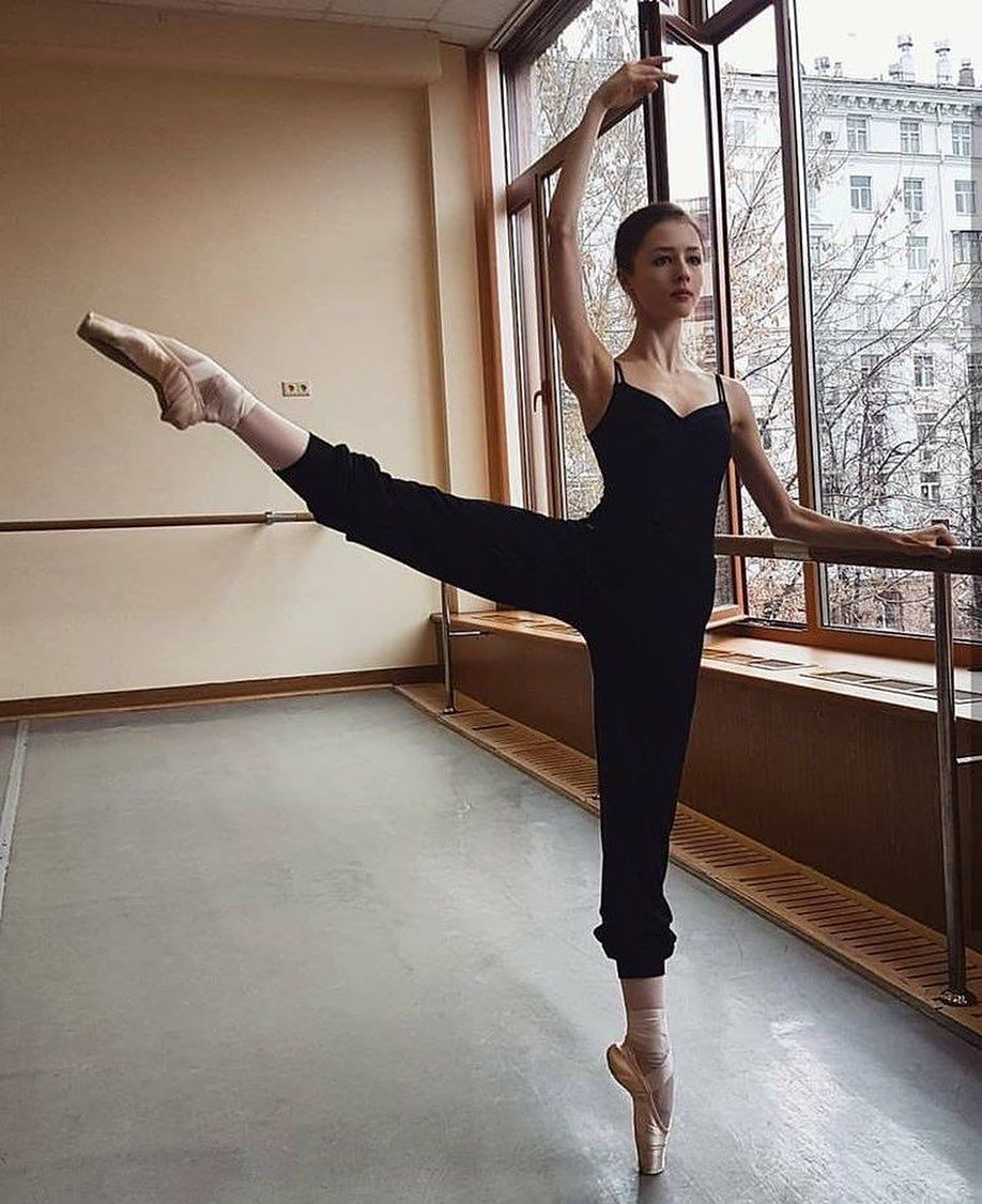 """alivia // my 2nd account on Instagram: """"It's so important to have those simple activities that bring you pure joy in life. It's a constant to have when you're feeling down. A few…"""" #balletfitness"""